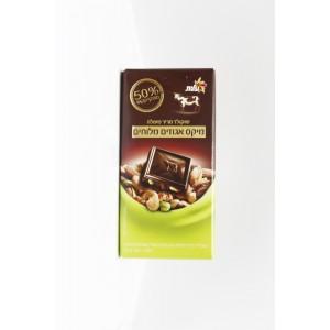 Excellente chocolat noir, avec un mélange de noix salées